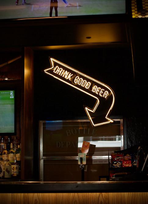 Oaks beer neon.jpg