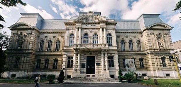 Building of museum
