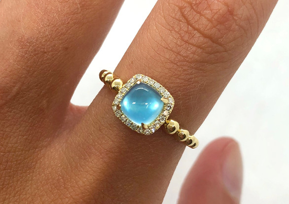 Yellow Gold & Blue Topaz Ring
