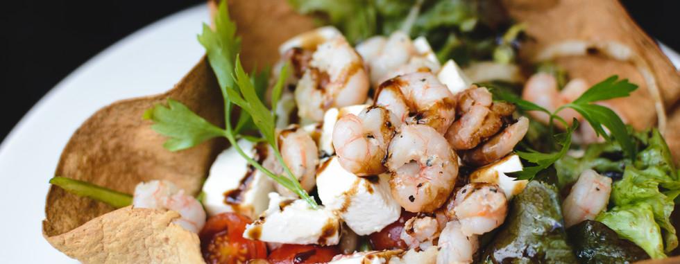 Salada com camarões e Feta