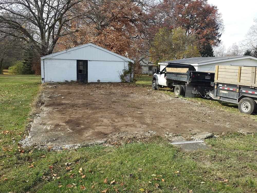 brush removal Indianapolis, hauling, Indianapolis, Junk Removal, Junk Pickup, Trash Pickup, Landscape Removal, Concrete Removal, Yard Grading, Landscape, Landscaping, Landscape Removal