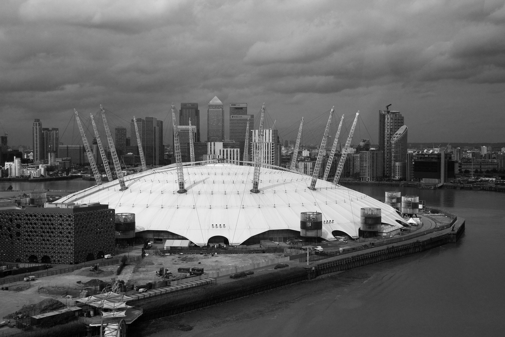 O2 & Canary Wharf 2015.JPG