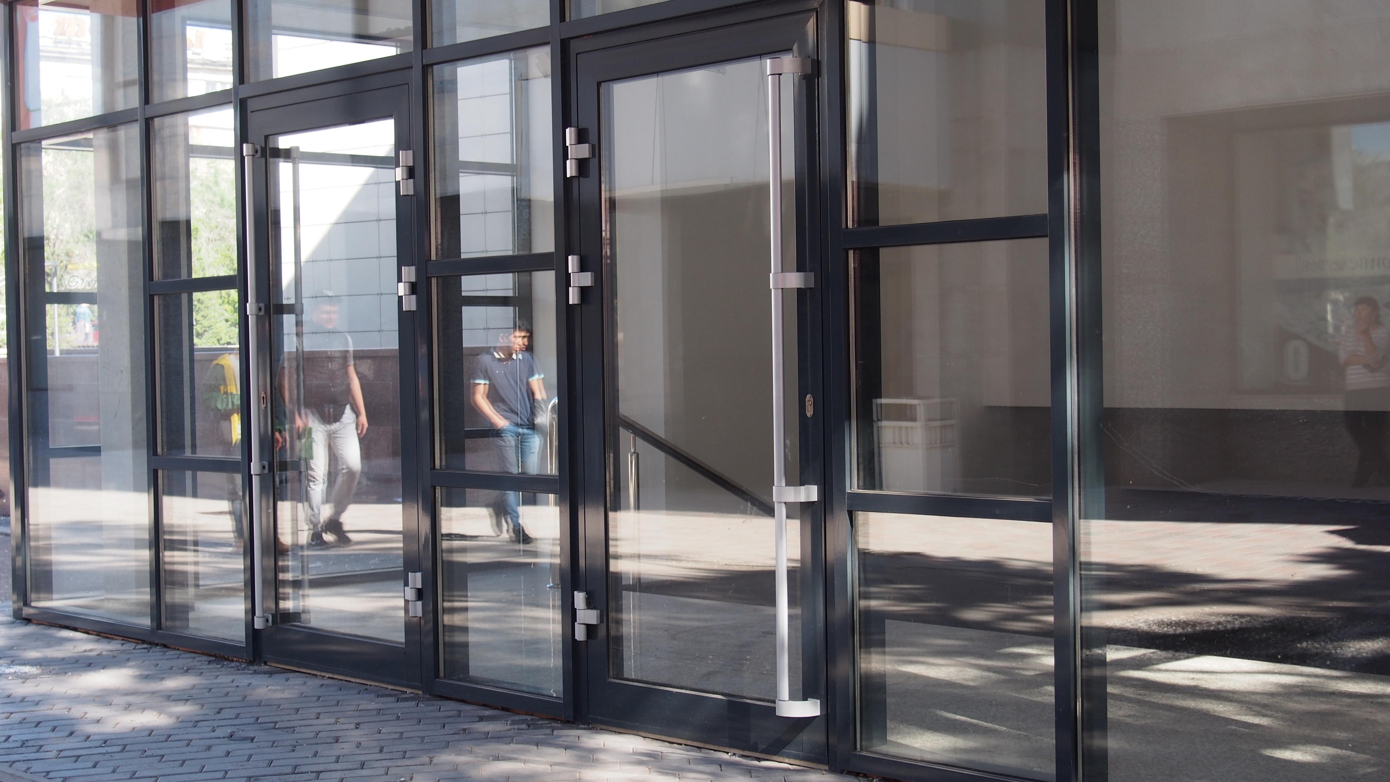 Картинки двери в бизнес центре