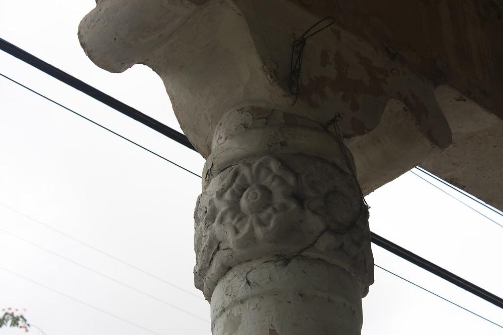di una colonna di una tipica struttura coloniale - fusione tra stile europeo e sudamericano (Coloniale)