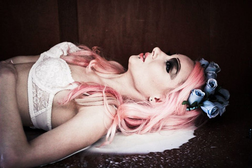 Jest to jeden z najbliższych mojemu sercu projektów fotograficznych, udało mi się zrealizować w nim wizję, którą długo nosiłam w sobie, wariacja na temat lalkowej duszy. Sesja opublikowana w Dark Beauty Magazine: http://bit.ly/1witNn8  PHOTO: Agata Gocał Photography DESIGNER: UsagiFashion PROJECT, MUA and MODEL: Aissa Ai