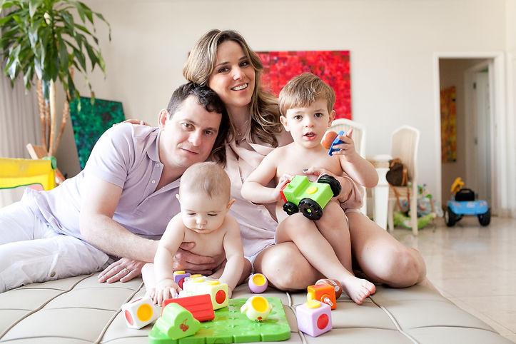 Jornalista Adriana de Catro e família