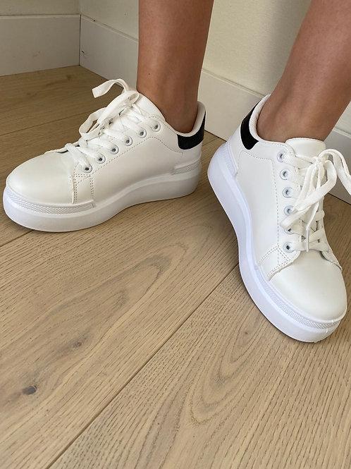 Sneaker wit detail zwart