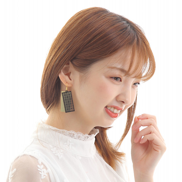 結 ~ ITOYOSHI ~ 超軽量ペーパーピアス ブラック&ゴールド 両耳ピアス フック式ピアス