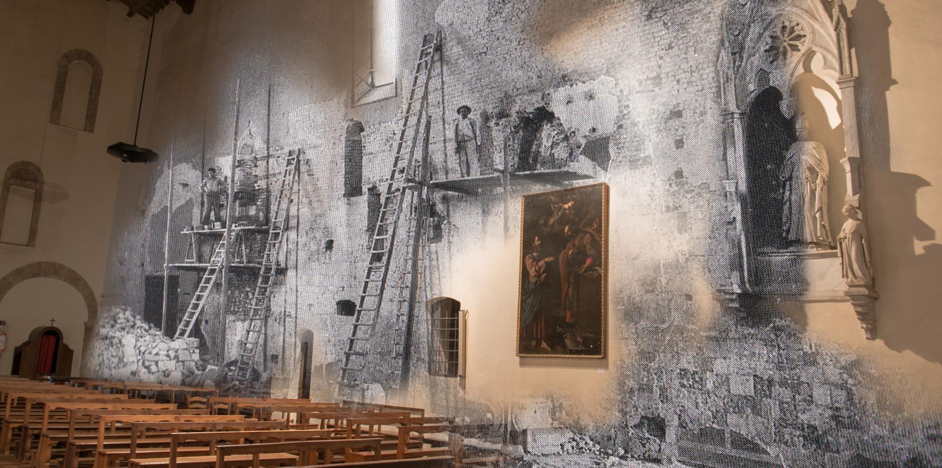 Interno e ristrutturazione dopo i bombardamenti della Chiesa