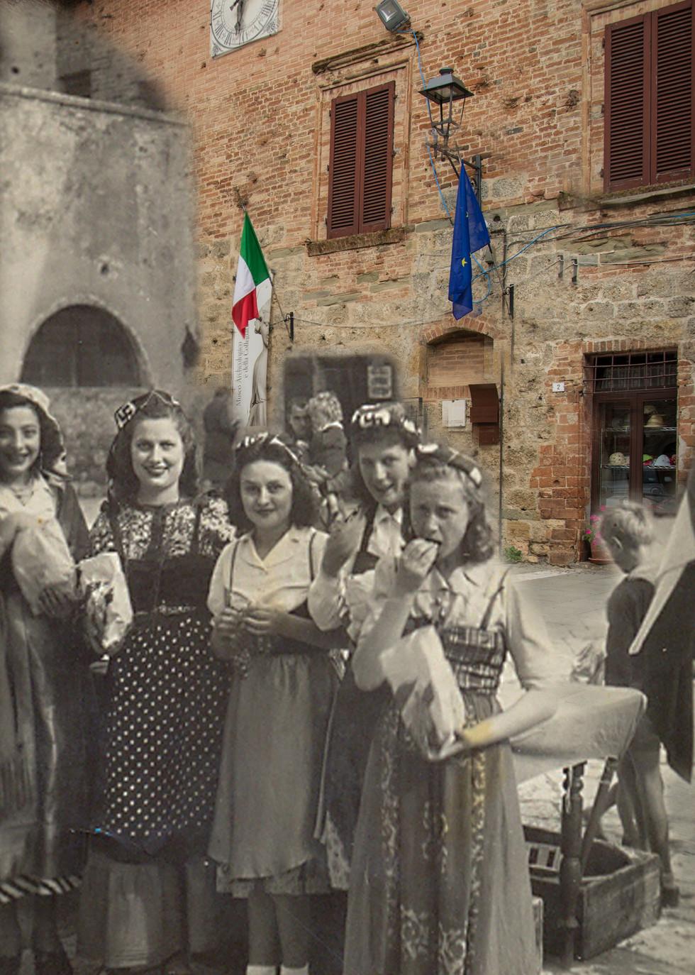 Ragazze in piazza della Libertà