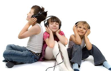 ninos-escuchando-musica.jpg