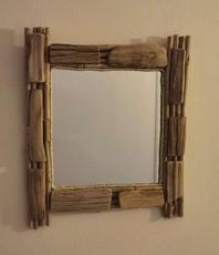 Vierkante spiegel van drijfhout