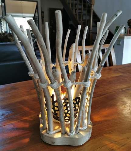 Lampe photophore bordé de bois flotté