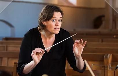 Winter-Yvonne-dirigent.png