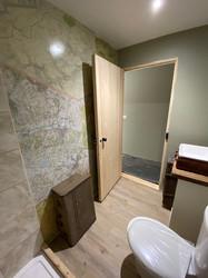 Travel themed shower room