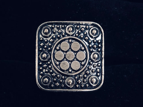 Antiques gold  medallion look square ring