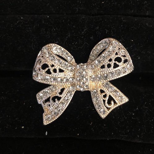 Rhinestone Bow Ring   size 7