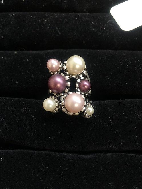 Purple pearl, white pearl ring