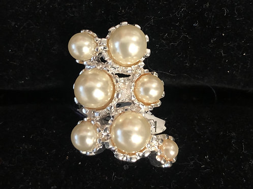 Vintage Pearl and rhinestone ring   size 6