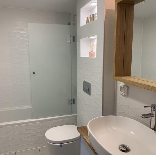 Bathroom units added, a Niche added.