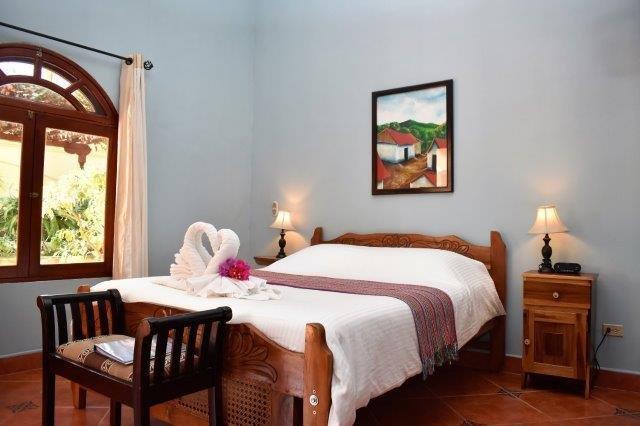 condo-bed-room2
