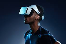 Why Virtual/Augmented Reality is the Next Technology to Invest In