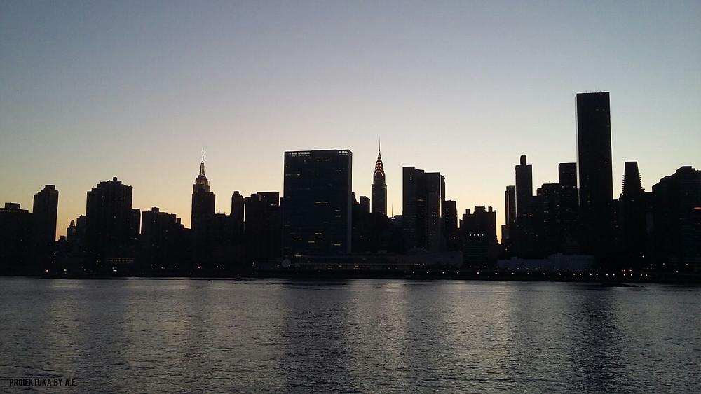 Skyline de la ciudad de Nueva York con el edificio de las Naciones Unidas en el centro (el más ancho de todos), foto de Ainhoa E.S. y Proiektuka.