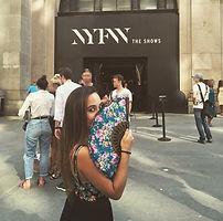 Ainhoa E.S. en la entrada del show o la pasarela de Desigual de la NYFW (New York Fashion Week).