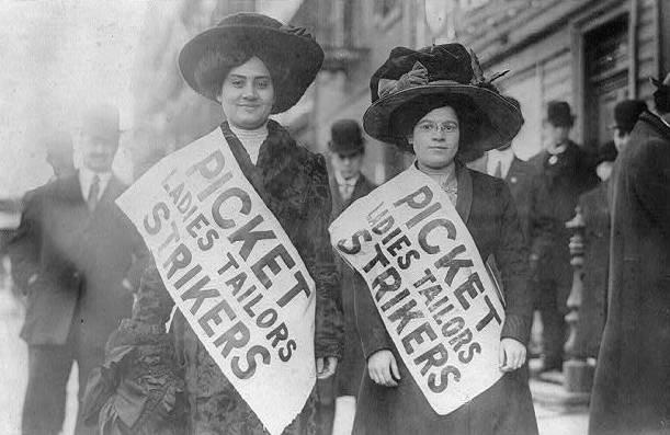 Dos empleadas de la industria textil durante el Levantamiento de las 20.000 en Nueva York (1909).
