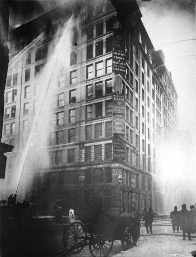 Incendio de la Shirtwaist Triangle Factory. Fotografía del periódico The New York World (1911).