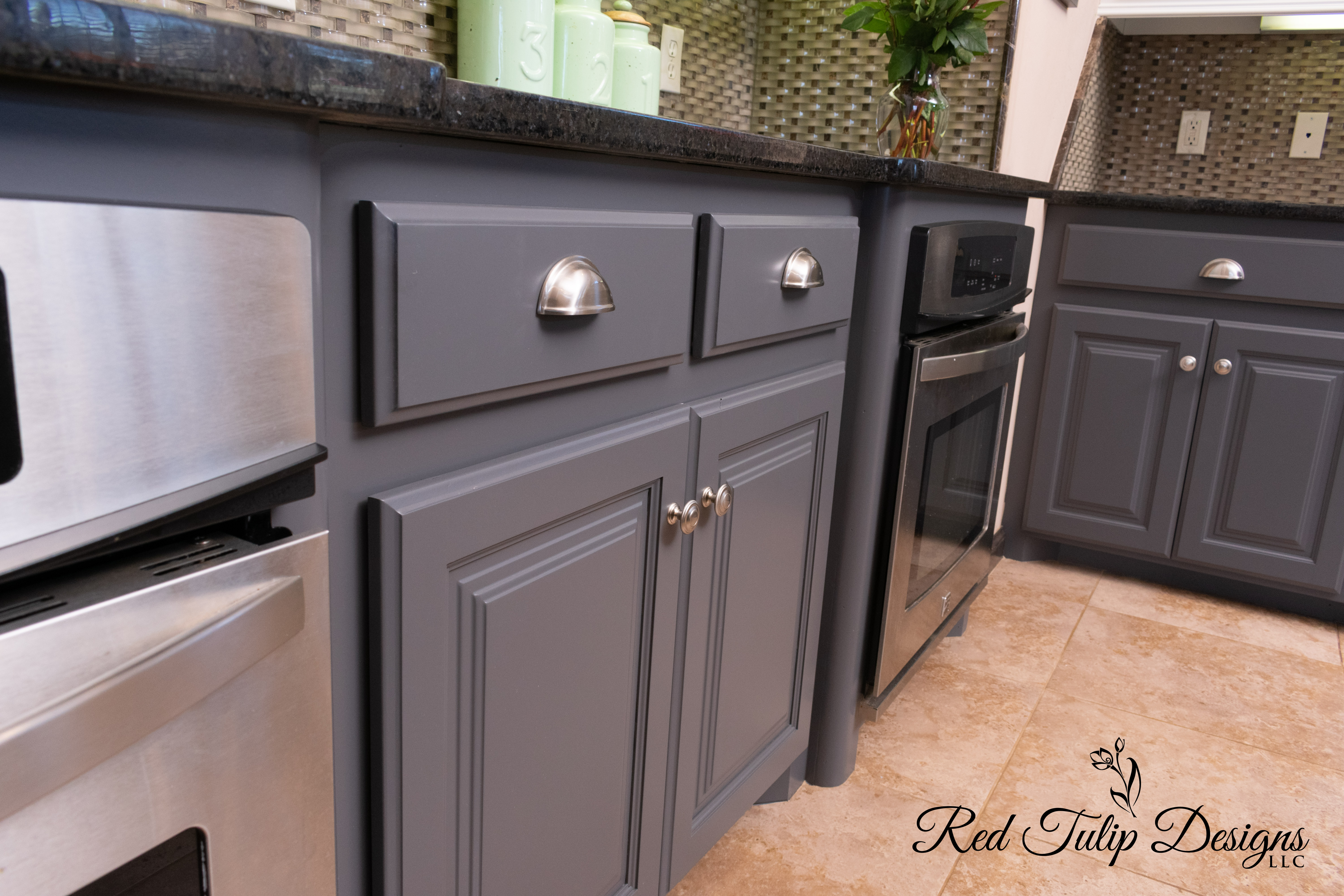 Peppercorn_Lower_Cabinets_with_Brushed_N