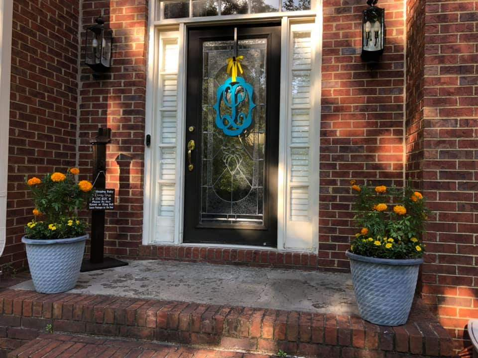 turquoise fancy frame L on front door