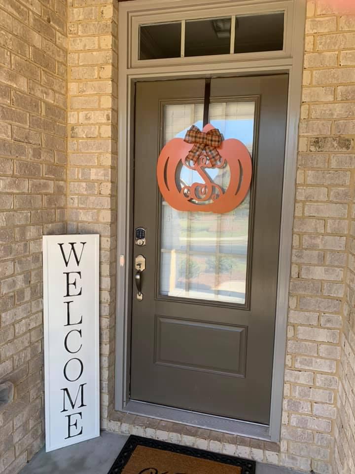 pumpkin S on door
