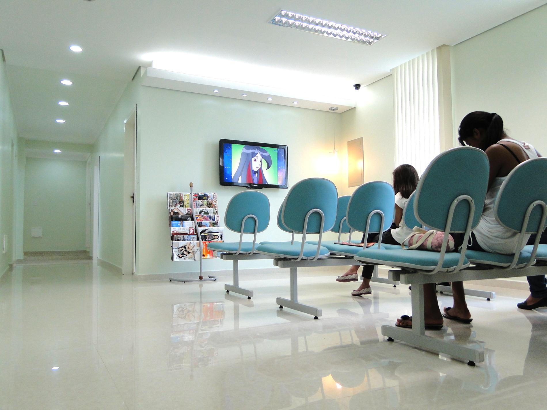 ageclin-odonto-center-sala-de-espera