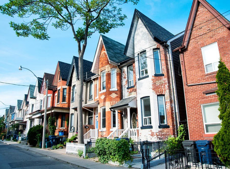 Do housing bubbles matter to the average consumer?