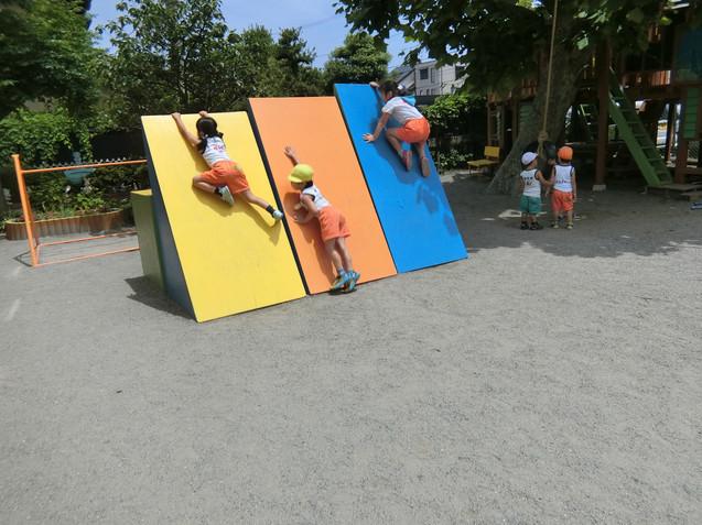 三角積木登り