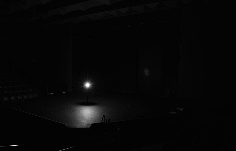 800px-Ghost_Light_on_Stage_edited.jpg