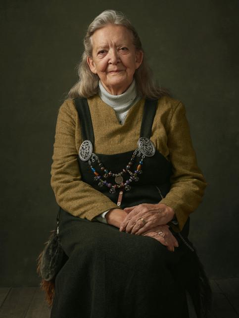 Portræt af Ingrid Dupont i sin vikingedragt. Frederikssund Vikingespil projekt. Frederikssund, Danmark.