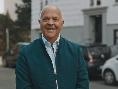 Portræt af Jes Dorph-Petersen. Hellerup, Danmark.