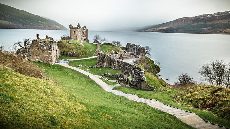 Urquhart_Castle,_Loch_Ness,_Inverness,_S