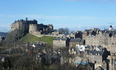 Edinburgh_Castle_from_the_south_east.JPG