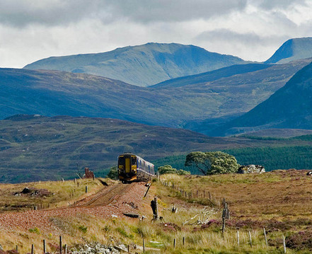 A_Glasgow_-_Fort_William_train_climbs_on