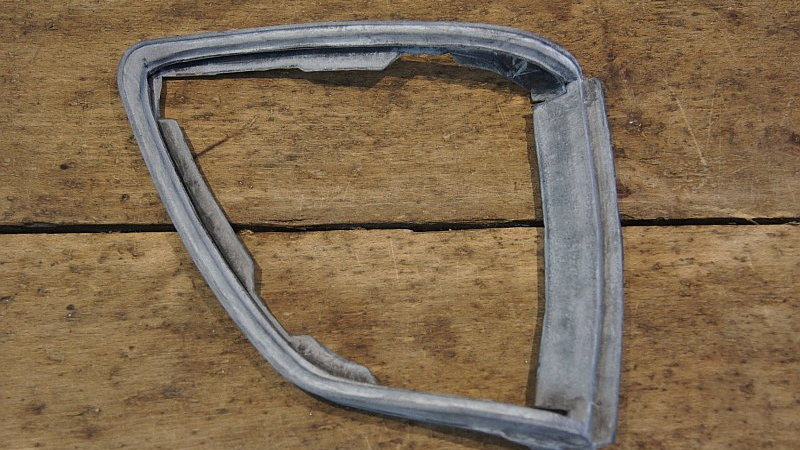 Mercedes W107 Fr Indicator Assy to Guard Gasket Right- 000 826 83 80, 0008268380