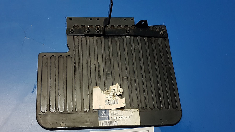 Mercedes W461 - W463 - Mud Flap Front Right Pt No: - 461 880 05 22, 4618800522