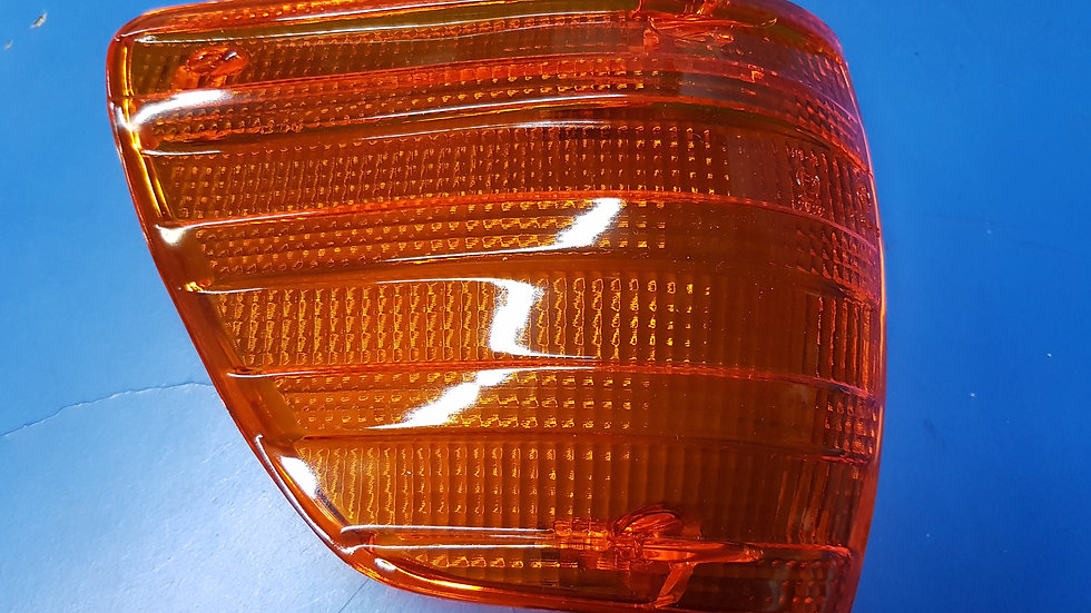 Mercedes W107 Front Indicator Lens – Right: - 000 820 01 66, 0008200166