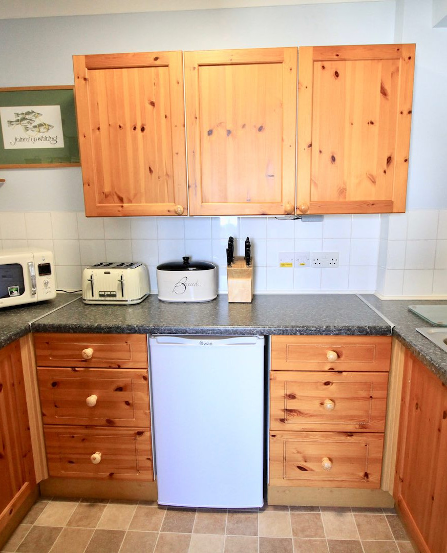 The Dairy Flat Isles of Scilly Kitchen.j
