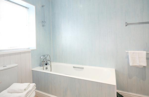 bar_point_bathroom.jpg