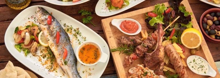 Griechisches Essen, Fisch, Oliven, Suvlaki