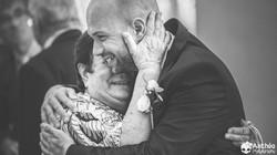 mariage câlin et embrassade