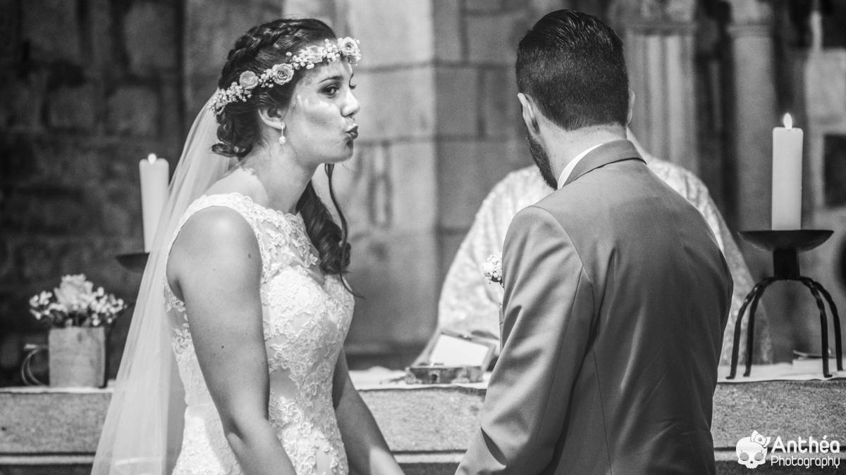 cérémonie église mariage fun bisou